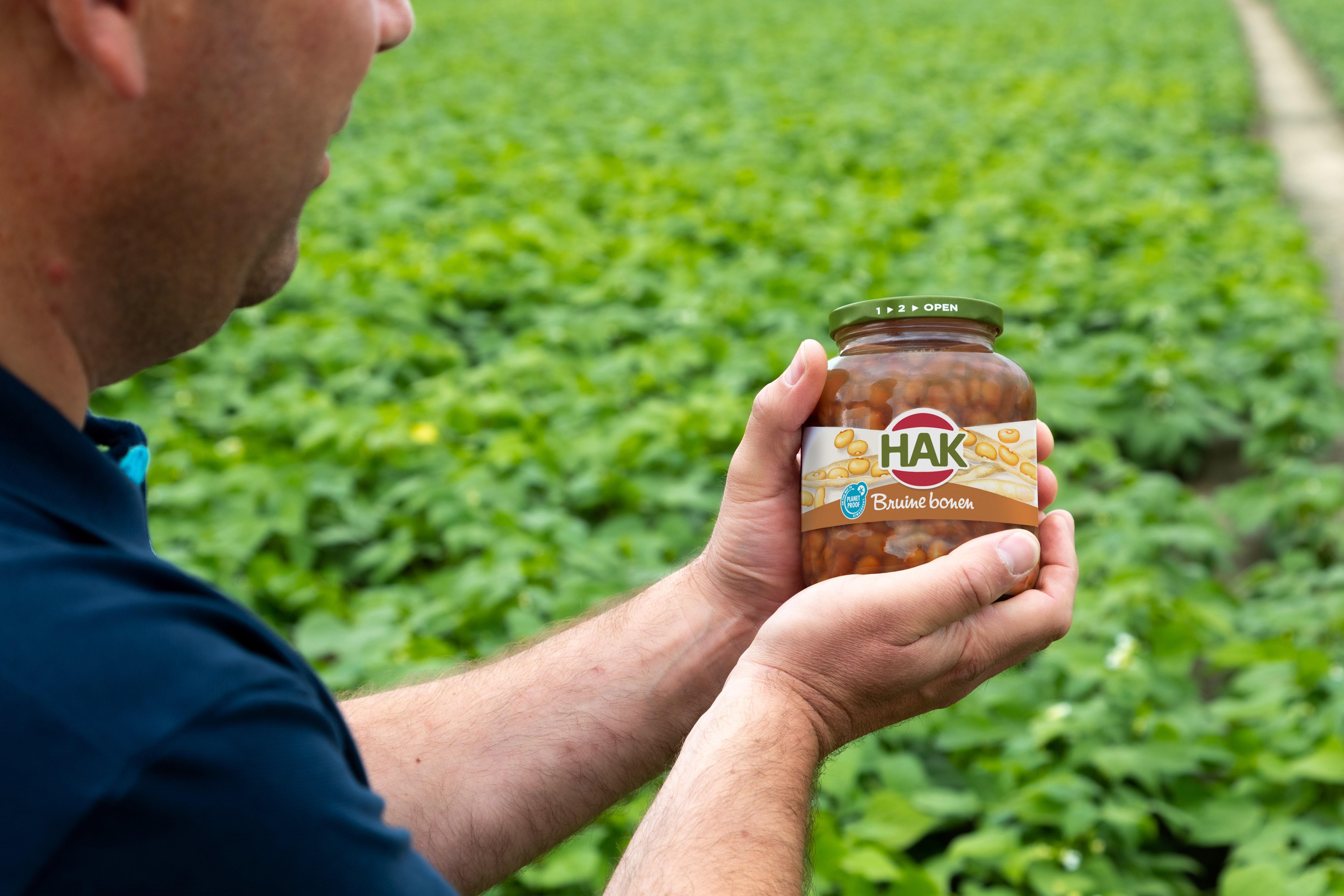 On the way to PlanetProof bruine bonen van HAK