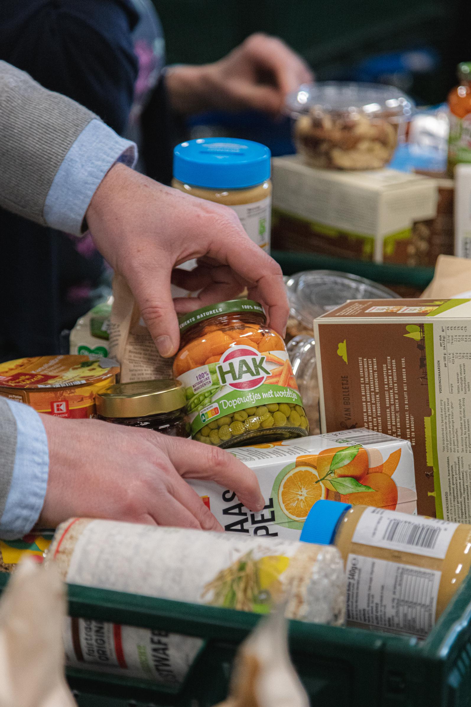 Voedselpakket met diverse producten